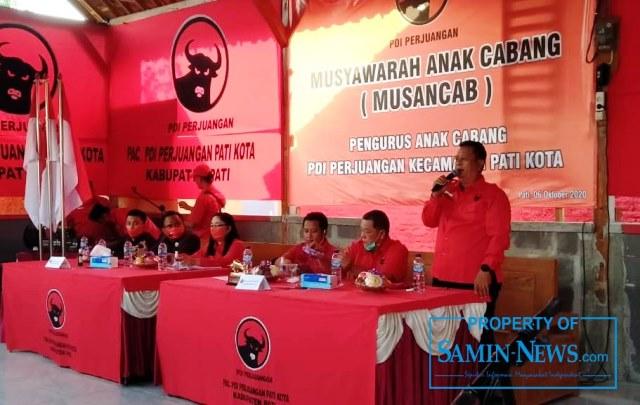 Ketua PAC PDI P Pati Kota, Noto Subyanto saat menyampaikan sambutan.