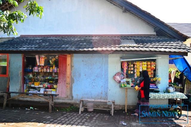 Ilustrasi : Warung di dekat pondok pesantren.