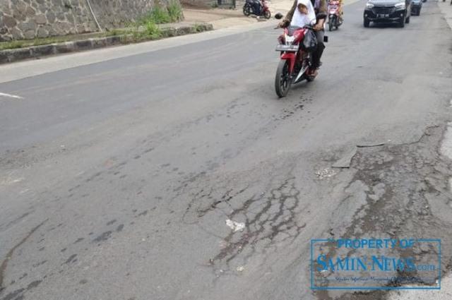 Ilustrasi : Sebuah ruas jalan yang mengalami kerusakan.