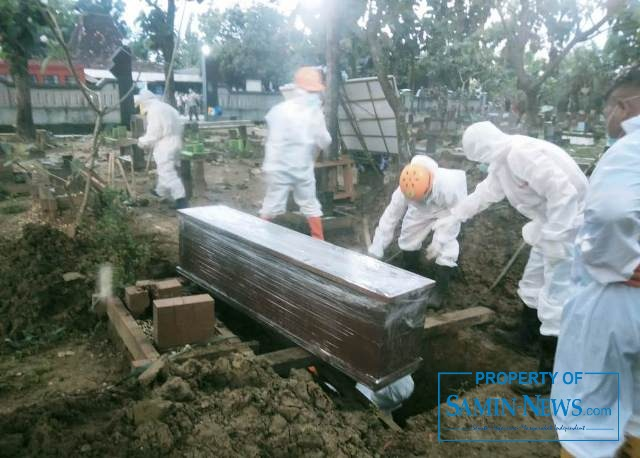 Pemakaman salah seorang warga Desa/Kecamatan Tambakromo , Pati, ternyata orang penting di jajaran salah satu BUMN,   PT PLN (Persero).