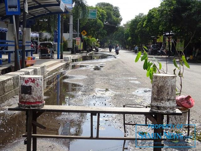 Ini kondisi ujung barat ruas Jl Diponegoro, tepatnya di seputaran shelter Puri Pati.(Foto:SN/aed)